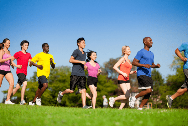 Tips-to-stay-active-people-running